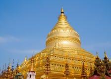 Myanmar que sightseeing: Pagode dourado Bagan de Shwezigon Imagens de Stock