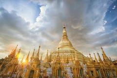 Myanmar sikt av den Shwedagon pagoden Arkivfoton