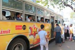 Myanmar-Straßenansicht in Rangun Stockbild
