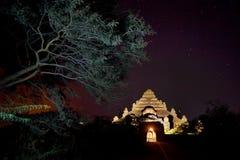myanmar Tempel av Bagan på natten Fotografering för Bildbyråer