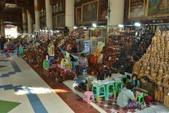 Myanmar Yangon handcraft le marché de sculpture photo libre de droits