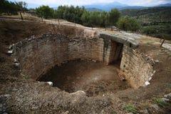 Mycenae, Grecia Tomba di età del bronzo fotografia stock libera da diritti