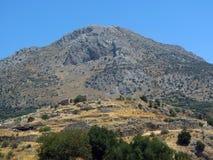 Mycenae, het graf van de oude heerser met de doen ineenstorten kluis stock afbeeldingen