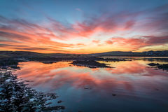 Mycket dynamisk solnedgång över Atlanten fotografering för bildbyråer