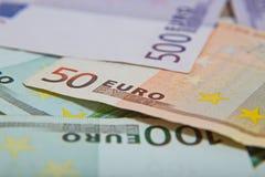 Mycket eurosedlar - stor summa av pengar Arkivfoto