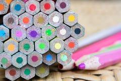 Mycket färgblyertspenna för skapar varje ting Arkivbilder