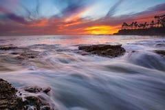 Mycket färgrik solnedgång i Laguna Beach Royaltyfria Foton