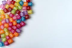 Mycket färgrika kuber med bokstäver på en vit bakgrund Royaltyfri Foto