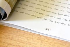 Mycket förälskelseord på sida 365 arkivfoton