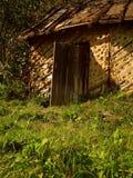 Mycket fattigt gammalt bostads- hus Royaltyfria Foton