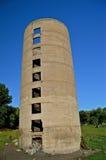 Mycket gammal hälld silo Arkivbilder