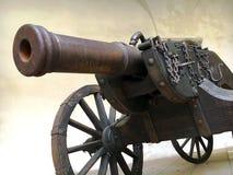 Mycket gammal kanon på lafeten royaltyfri fotografi