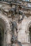 Mycket gammal lag av den läskiga grindvaktaren, medeltida krigare med vapnet i historiskt centrum av Dresden, Tyskland royaltyfri fotografi