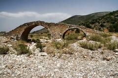 Mycket gammal stenbro, Grekland Arkivbilder