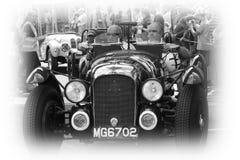 Mycket gammal tävlings- bil på Le Mans Royaltyfria Foton
