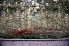 Mycket gammal v?ggbakgrund, textur Stentegelstenar wallpaper arkivfoto