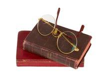 Mycket gammala exponeringsglas och röd en isolerad bok Arkivfoto