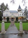 Mycket gammalt amerikanskt hus royaltyfria bilder