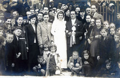 Mycket gammalt foto av bröllop precis gift par från macedonia arkivfoton