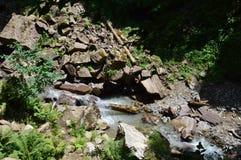 Mycket härlig bild med stenar och vatten royaltyfria foton