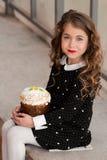 Mycket härlig, gullig, ursnygg söt liten flicka med perfekt hår Arkivbilder