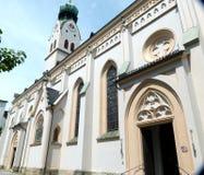 Mycket härlig kyrklig byggnad i sydlig Tyskland i ett brant perspektiv fotografering för bildbyråer