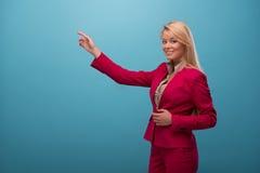 Mycket härlig TVpresentatör Royaltyfria Foton