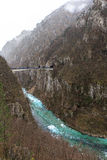 Mycket kall bergflod Arkivfoton
