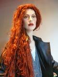 Mycket länge rött hår - härlig kvinna Arkivbilder