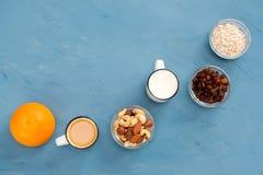 Mycket lätt, ljus och hälsosam frukost för en sund livsstil arkivbild