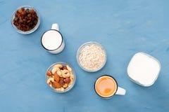 Mycket lätt, ljus och hälsosam frukost för en sund livsstil arkivfoton