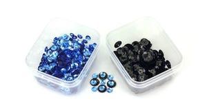 mycket lilla svarta blåa vanliga sequins Arkivbild