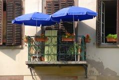 mycket liten balkongfransman Arkivbild