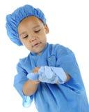 Mycket liten Doc Preparing för kirurgi royaltyfri fotografi