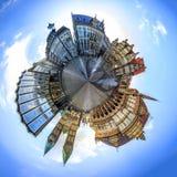 Mycket liten planet med horisont av Bremen den huvudsakliga marknadsfyrkanten, Tyskland Arkivfoto