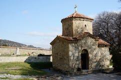 Mycket liten St Nino Church på den Samtavro kloster i Mtskheta, Georgia Arkivbilder