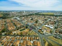 Mycket liten stad i Sao Paulo, Brasilien Sydamerika royaltyfria bilder
