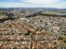 Mycket liten stad i Sao Paulo, Brasilien Sydamerika arkivfoto