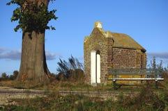 Mycket litet katolskt kapell Arkivfoto