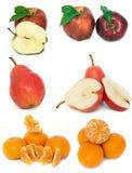 Mycket mogen och saftig frukt på en vit bakgrund Äpplen och päron och mandarin tillsammans royaltyfri fotografi