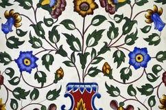 Mycket nätt färgrik blom- modellmålning på väggen Fotografering för Bildbyråer