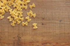 Mycket rå pasta royaltyfria bilder
