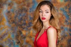 Mycket sexig och sinnlig blond kvinna fotografering för bildbyråer