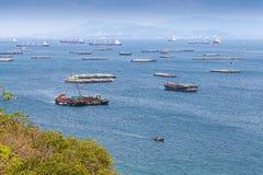 Mycket skepp och fartyg på kohsichang, Thailand. Royaltyfria Bilder