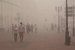 Mycket stark smog i Nizhny Novgorod royaltyfri foto