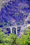 Mycket tidigare bro i stenar Royaltyfria Foton