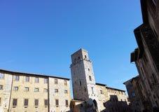 mycket trevlig villagge som namnges san gimignano Arkivbilder