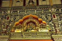 Mycket trevliga skulpturer i den dharbar korridoren för departementkorridor av thanjavurmarathaslotten Arkivfoto