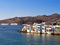 Myconos, la Grecia e navi da crociera Immagine Stock