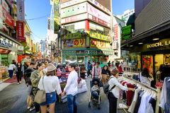 Myeong-Dong shoppinggata Fotografering för Bildbyråer